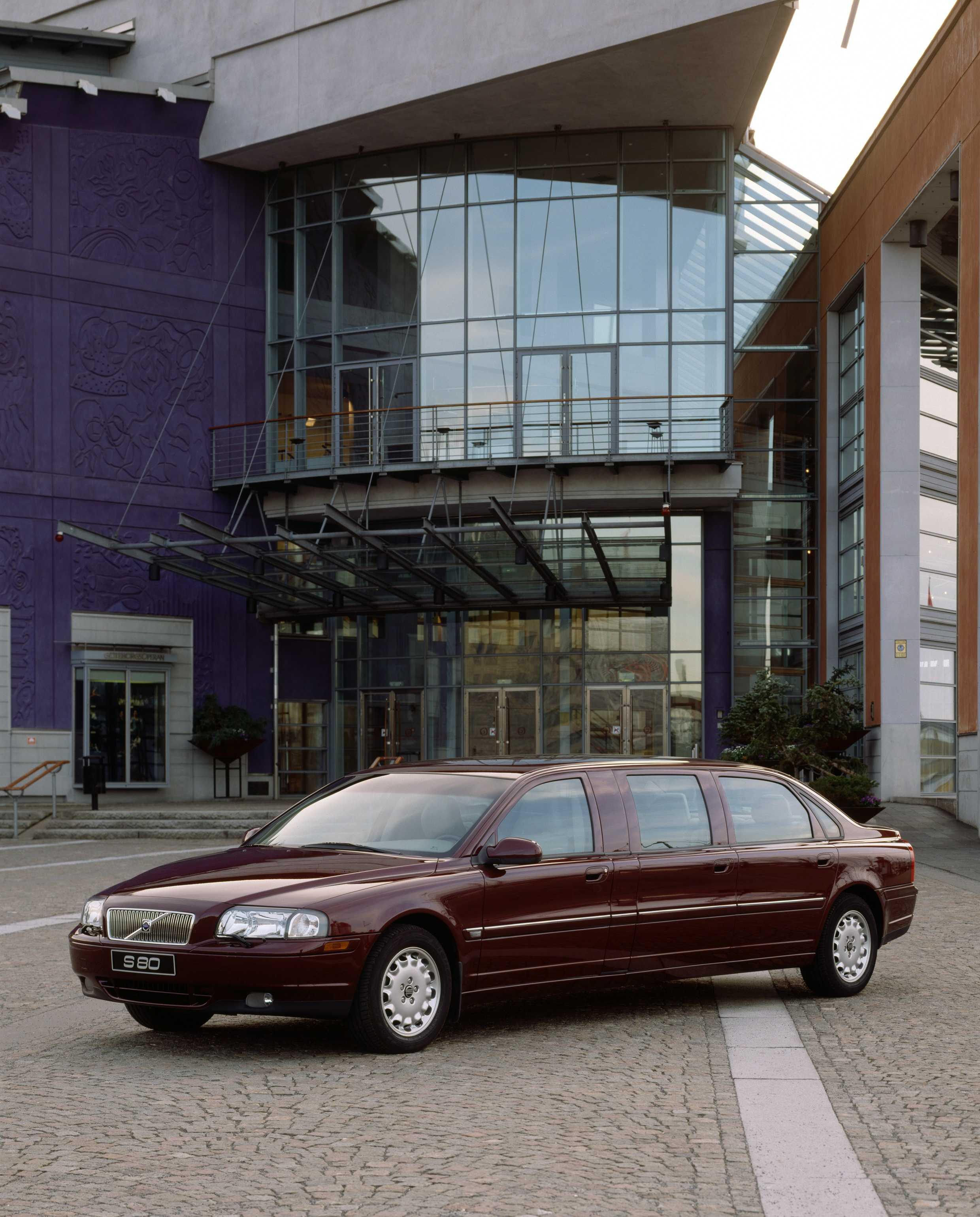 S Limousine on 2000 Volvo S80